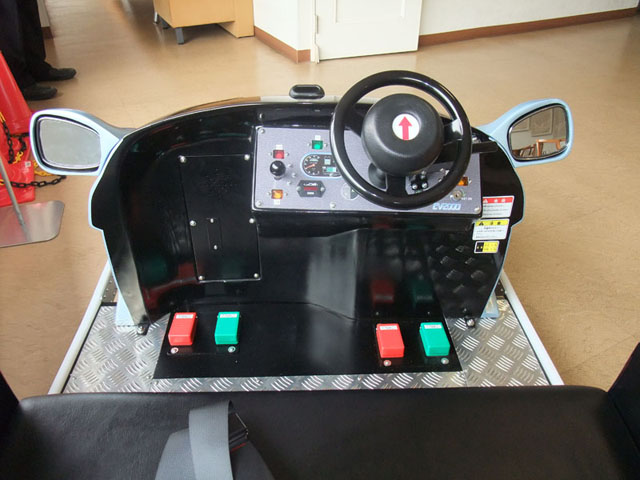 http://www.safety-lab.jp/class/kids/img/00_kids_car02.jpg